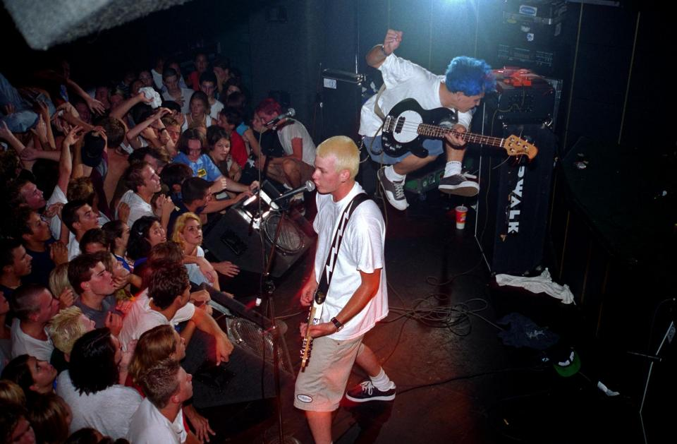 Click image for larger version.  Name:Blink-182_at_the_Showcase_Theater_in_Corona_July_18,1995.jpg Views:18 Size:78.1 KB ID:103346